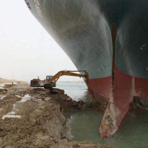 Kênh đào Suez bị chắn ngang do tàu Ever Given gặp nạn: Nguyên nhân, ảnh hưởng và hướng khắc phục