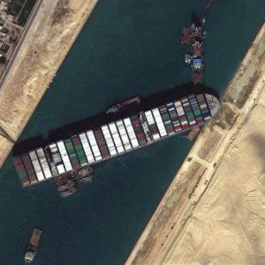 Update: Đội cứu hộ đã di chuyển được con tàu Ever Given được 5m